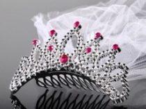 tiara fátyollal
