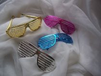 party szemüveg többféle színben (fényes)
