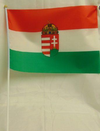 Magyar zászló címerrel, textil (30*45 cm), szár 50 cm