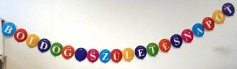 Boldog születésnapot óriás, színes lufis girland, évszámozható (4,6 m)