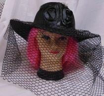 Fekete, özvegy kalap