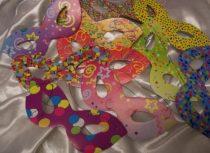 színes, mintás papírszemüveg, papírálarc ( 6 db)